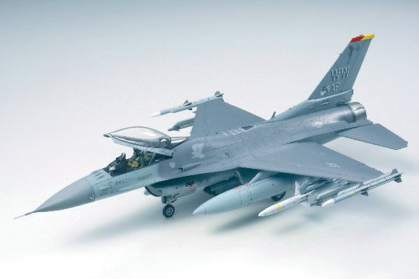 RC Radiostyrt Byggmodell flygplan - F-16 CJ Fighting Falcon - 1:48 - Tamiya
